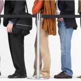 Mulher que ficou em fila de banco, em pé e sem banheiro por mais de uma hora receberá R$ 3 mil